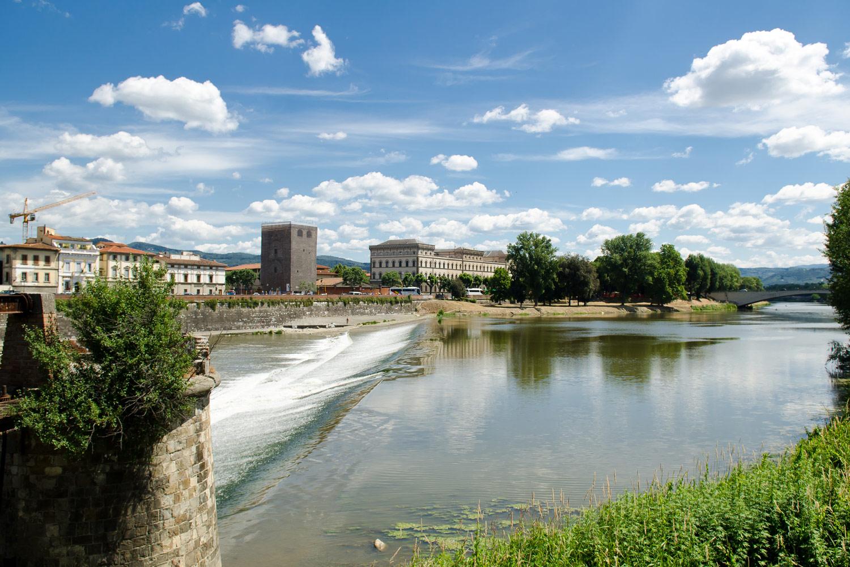 Речка во Флоренции, Арно, Италия