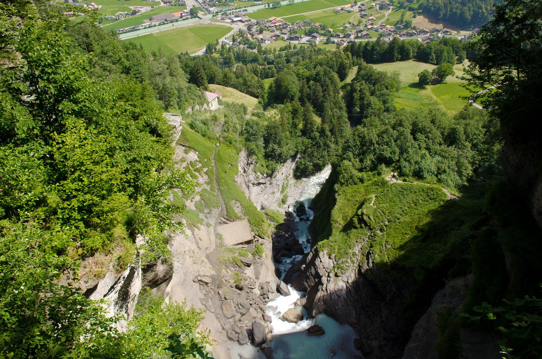 Вид сверху с Рейхенбахского водопада, Швейцария